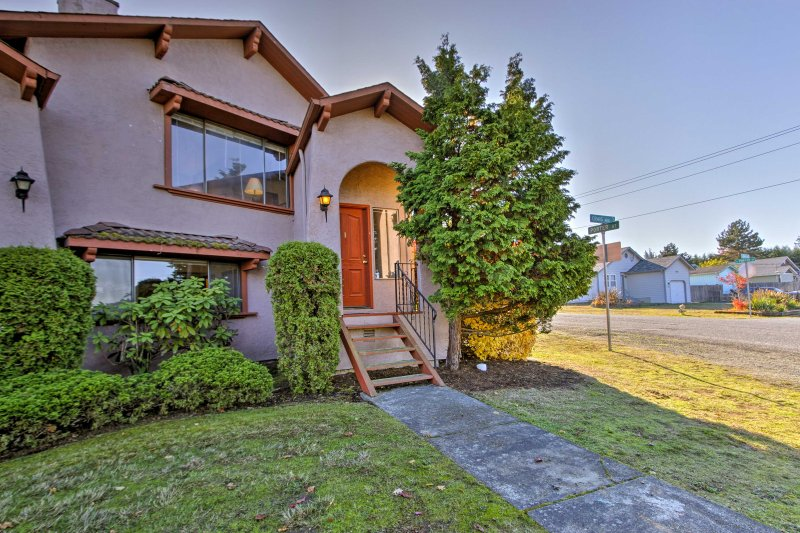 Experience the best of the Pacific Northwest from this property.