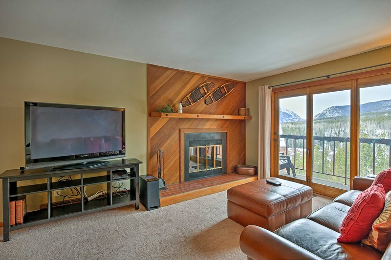 Plan your next alpine escape to this gorgeous 2-bedroom, 2-bath vacation rental condo in Silvethorne.