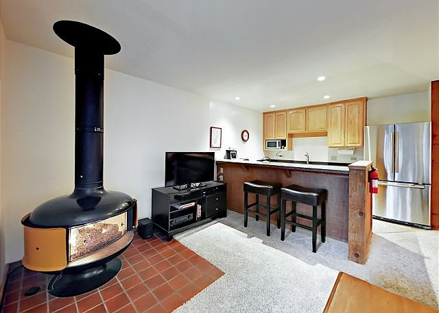 Cozy Condo in the Center of Northstar Resort, holiday rental in Truckee