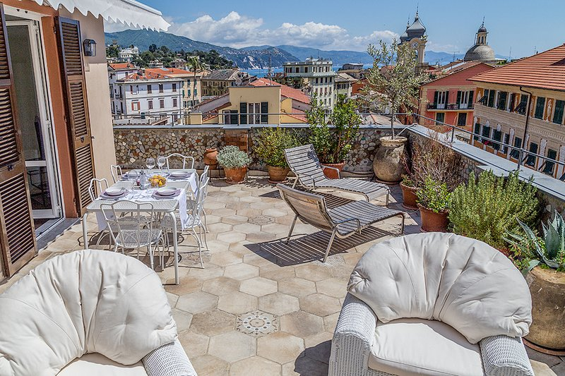 TERRACE PENTHOUSE APARTMENT with lovely sea view, holiday rental in San Lorenzo della Costa