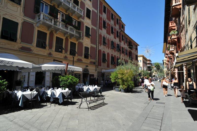Delizioso caffè, bar e ristoranti nelle vicinanze, insieme a negozi e supermercati