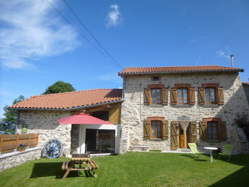 Gîte des Portes D'Auvergne, holiday rental in Sembadel