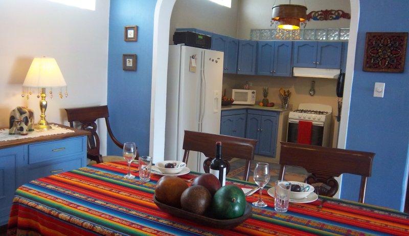 SANITIZED 100% - METROPOLITAN QUITO AREA!!! English French Spanish, alquiler de vacaciones en Quito
