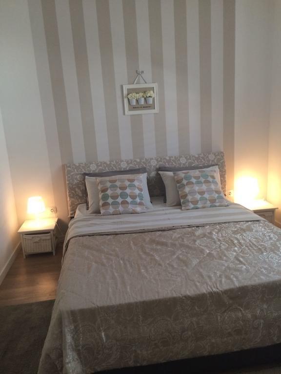 Bedroom(s