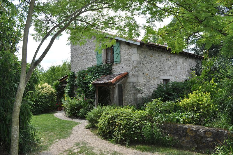 Country Cottage, Pool, Shaded Veranda, Garden, Wood-Burning Stove, 2-6 Guests, holiday rental in Puylaroque