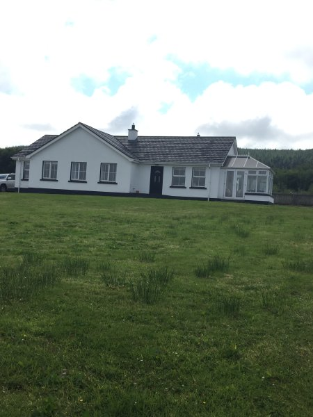 Bungalow overlooking ballyliffin golf course 20 minute walk
