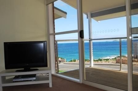 Port Elliot Neptune Beach House beachfront owned by Encounter Holiday Rentals, holiday rental in Hayborough