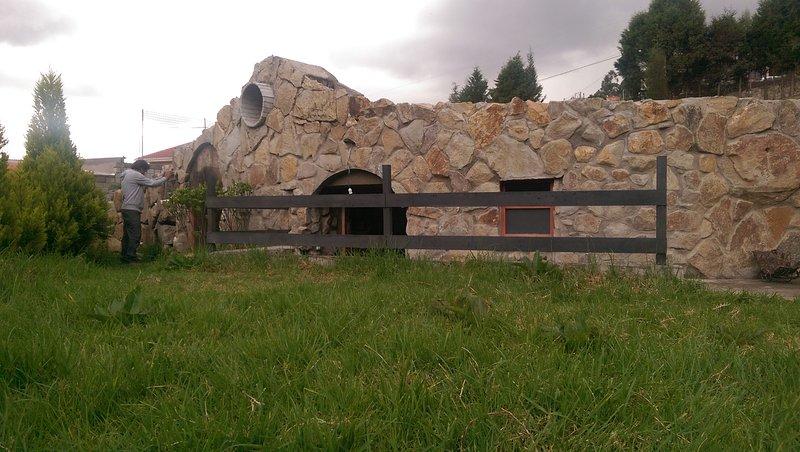 Hermosa casa cueva amoblada en las afueras de Cuenca, vacation rental in Cuenca