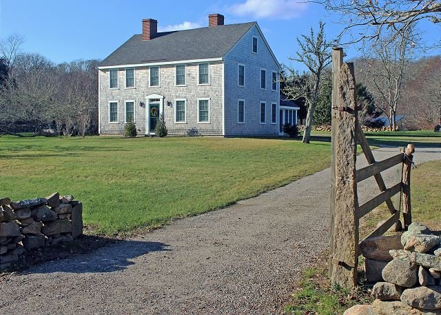 Chilmark Farmhouse with access to Hancock Beach – semesterbostad i Aquinnah