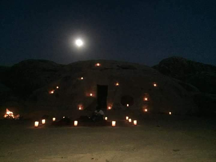 Cave and  fire with Bedouins under the sky, alquiler de vacaciones en Jordania