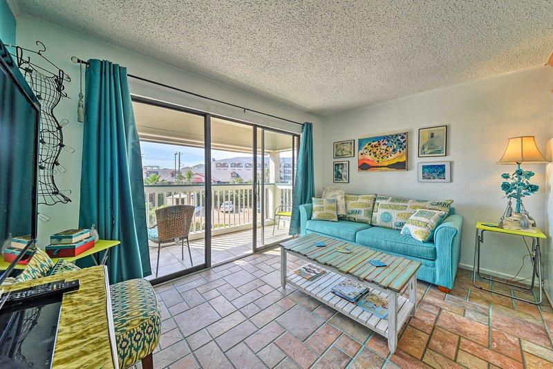 Escape to the coast at this 1-bedroom, 1-bathroom vacation rental condo in Galveston!