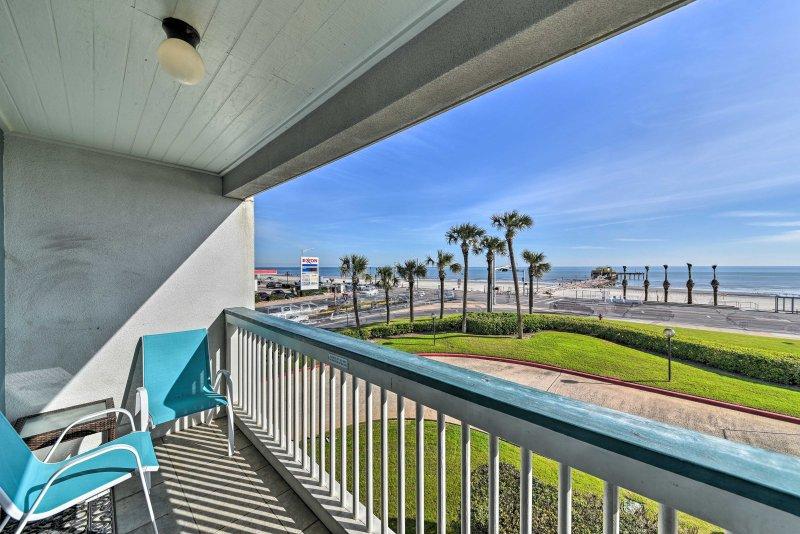 Fuga verso la costa in questo condominio per le vacanze con 1 camera da letto e 1 bagno a Galveston!