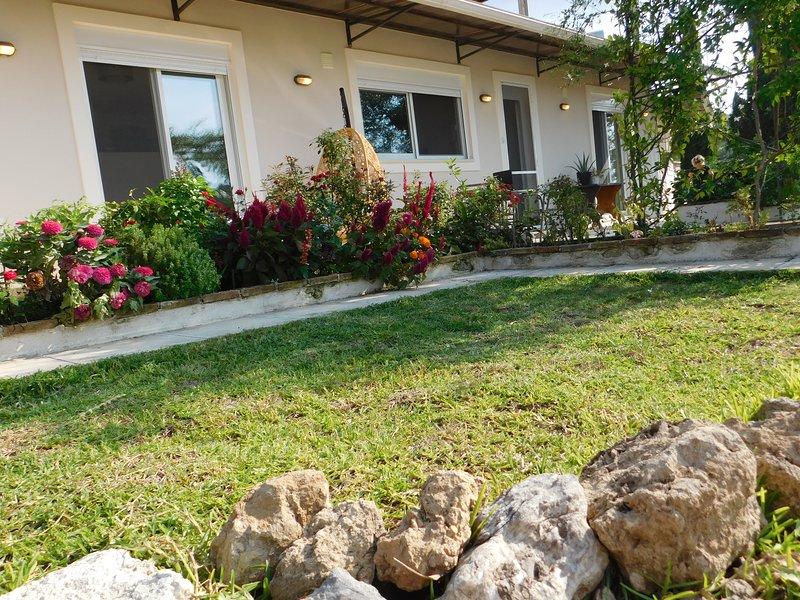 OLGAS HIDEAWAY, holiday rental in Kastania