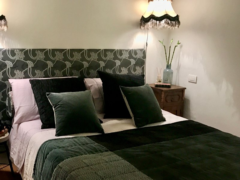 TWO ROOMS IN THE OLD CITY CENTER, holiday rental in Castiglion Fibocchi