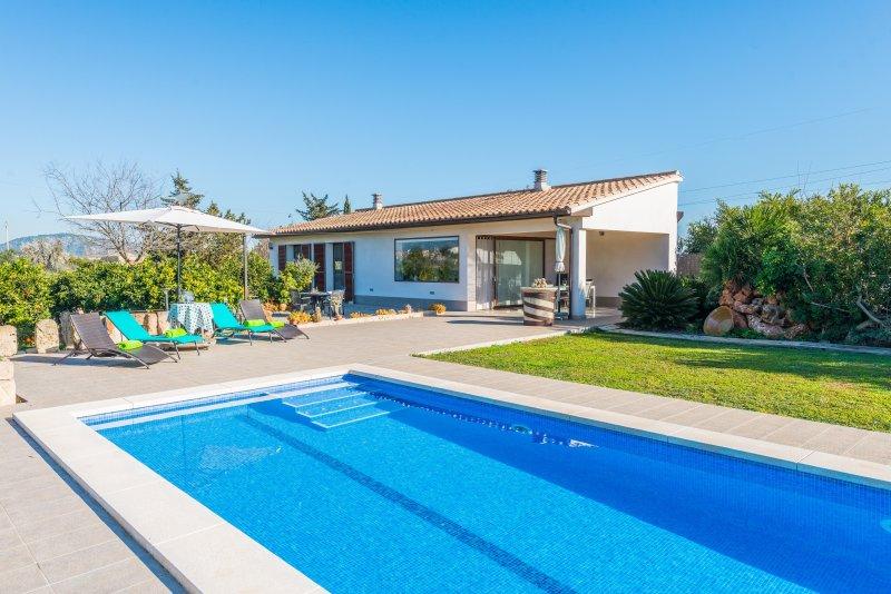 ES SERRAL - Villa for 6 people in sa Pobla, vacation rental in Sa Pobla