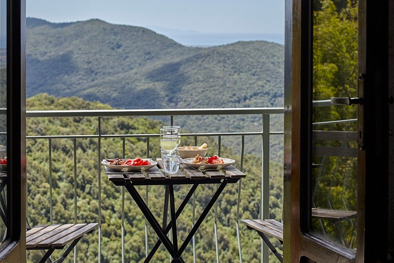 Il Baciarino : La Lucciola ~ a cozy cottage + balcony with endless Maremma views, aluguéis de temporada em Grilli