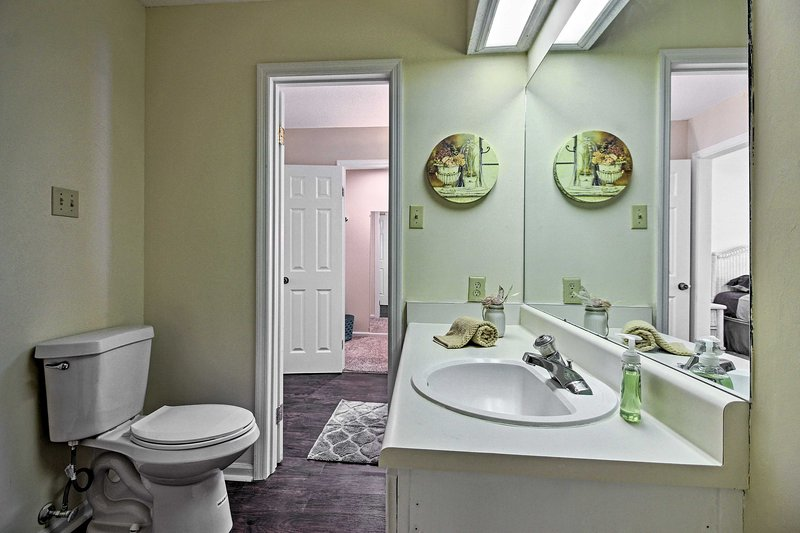 The 1.5 bathrooms are stocked with fresh towels for guest's comfort.