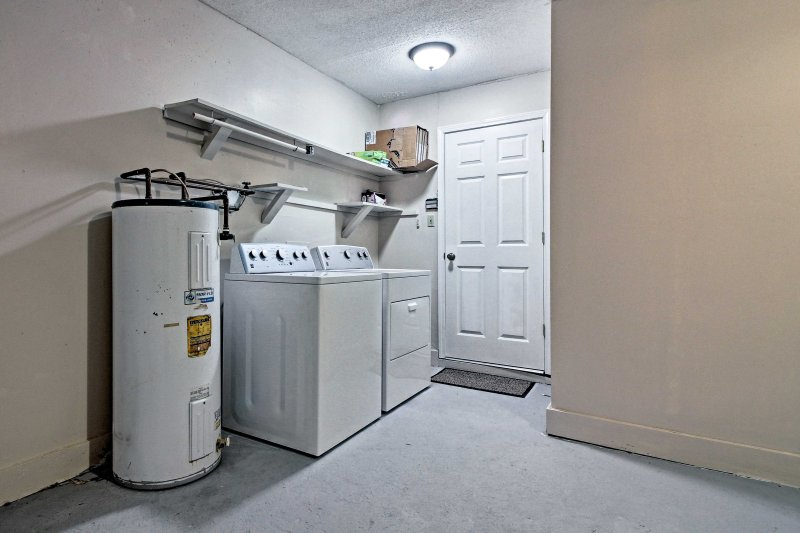 Keep your clothes fresh and clean with in-unit laundry machines!