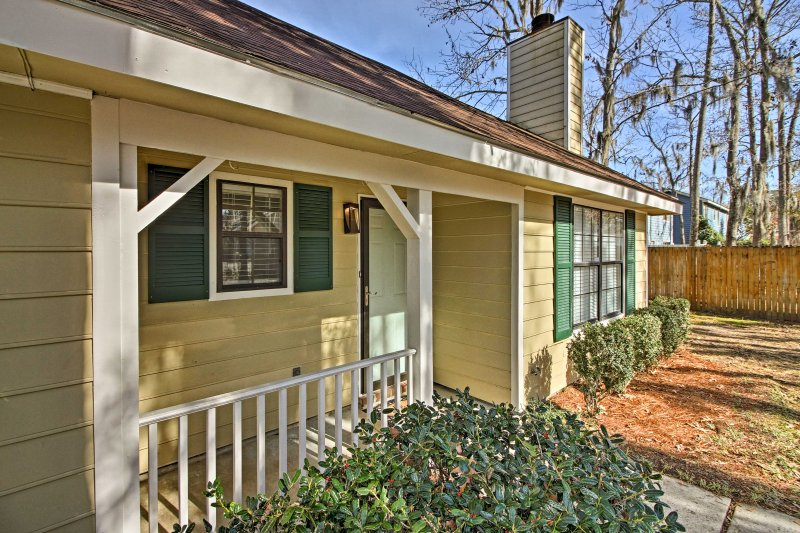 You'll feel right at home at this bright and welcoming retreat!