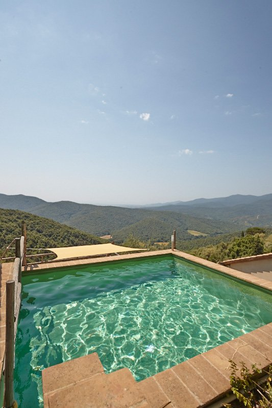 Casetta La Farfalla private soaking pool with endless views