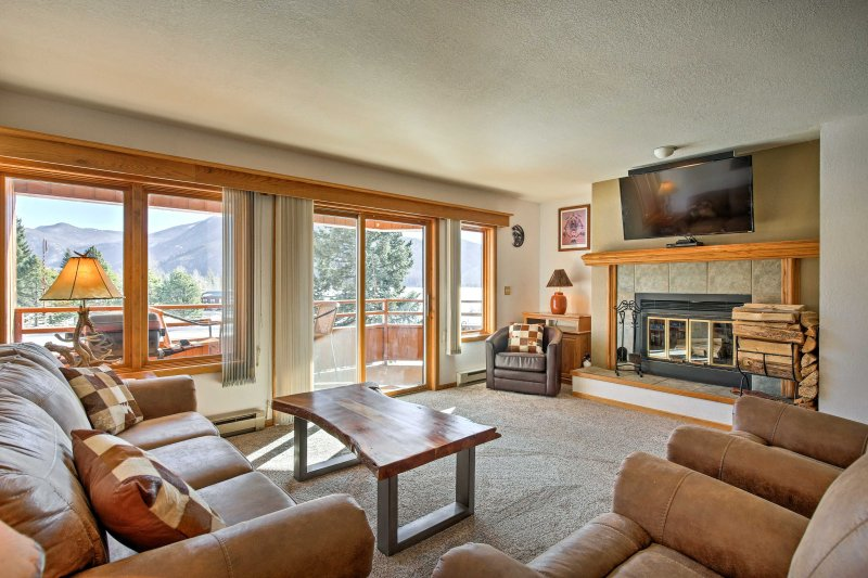 Experience the beauty of Grand Lake at this lakefront vacation rental condo!