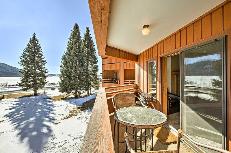 Situado en Shadow Mountain Lake, estarás cerca de lo mejor de Grand Lake.