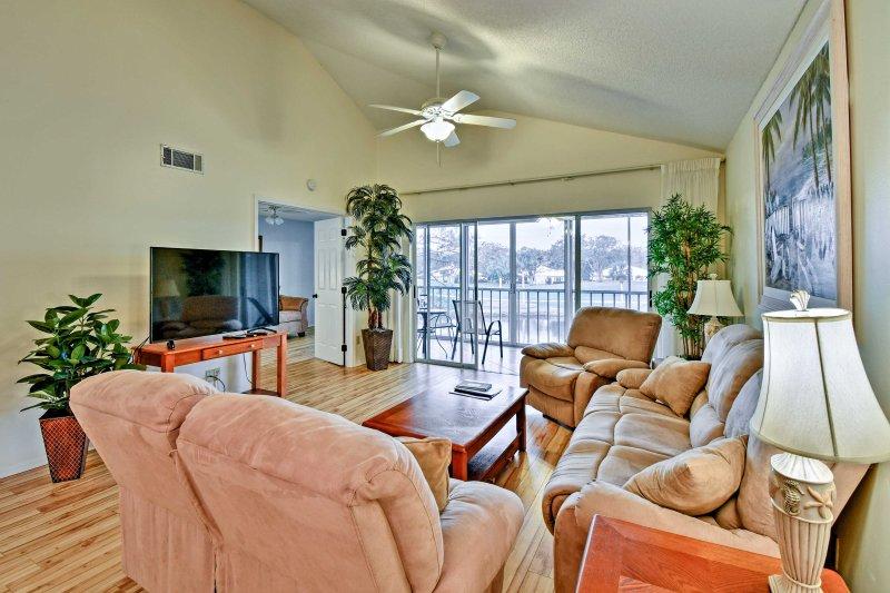 Organizza il tuo viaggio in Florida in questa casa vacanze con 3 camere da letto e 2 bagni!