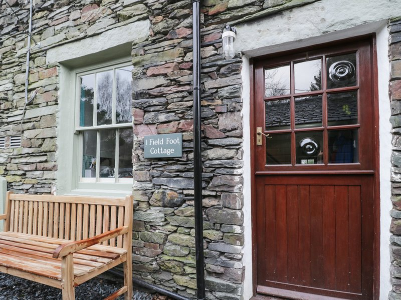 1 FIELD FOOT COTTAGE, homely cottage, decked patio area, in Grasmere – semesterbostad i Grasmere