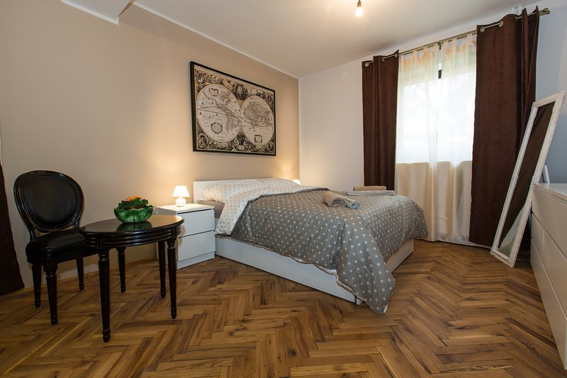 Paris, holiday rental in Polhov Gradec