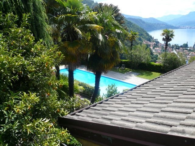 Pandora 1 apartment in residence with pool and lake view, casa vacanza a Maccagno