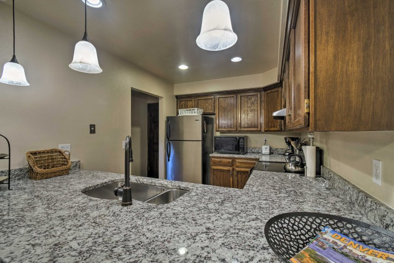 Inside, you'll find 3 beds, 2.5 baths, a fully equipped kitchen & space for 8.