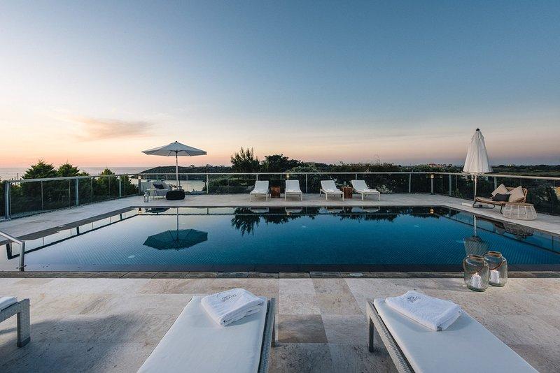 Divine Sea View Villa, holiday rental in Sternes