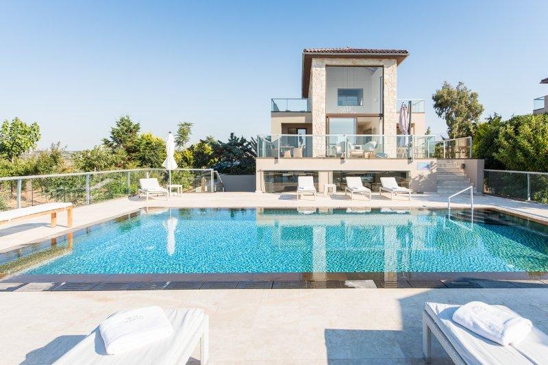 Divine 4 bedroom Sea View Villa, holiday rental in Akrotiri