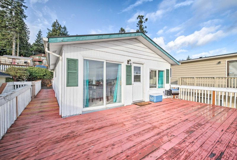 This 3-bedroom, 1-bathroom vacation rental house in Marysville is perfect for your next Puget Sound escape!