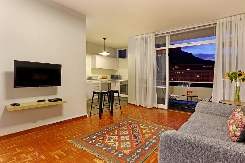 St. Martini 710 studio apartment has lovely views of Table Mountain and mature gardens with a pool.