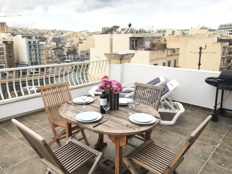 Beautiful Fully Equipped Terrace.