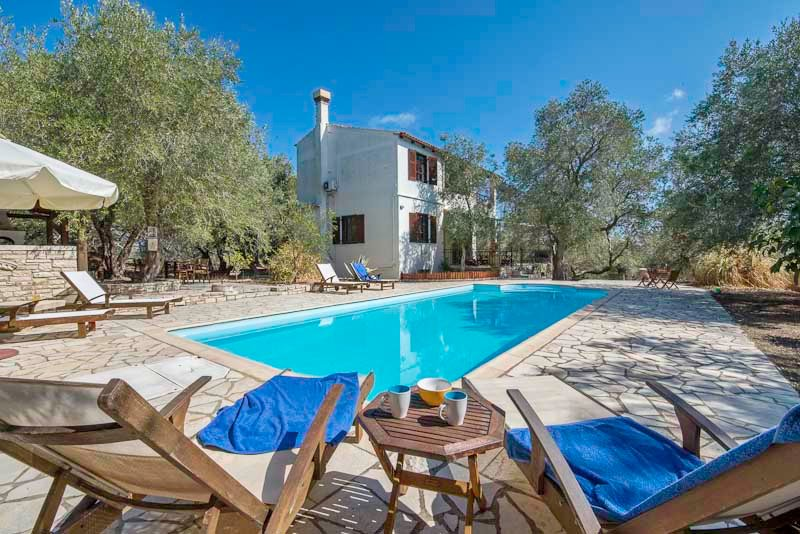 Villa Alkyon - 3 bedroom villa with a good sized swimming pool, alquiler vacacional en Magaziá
