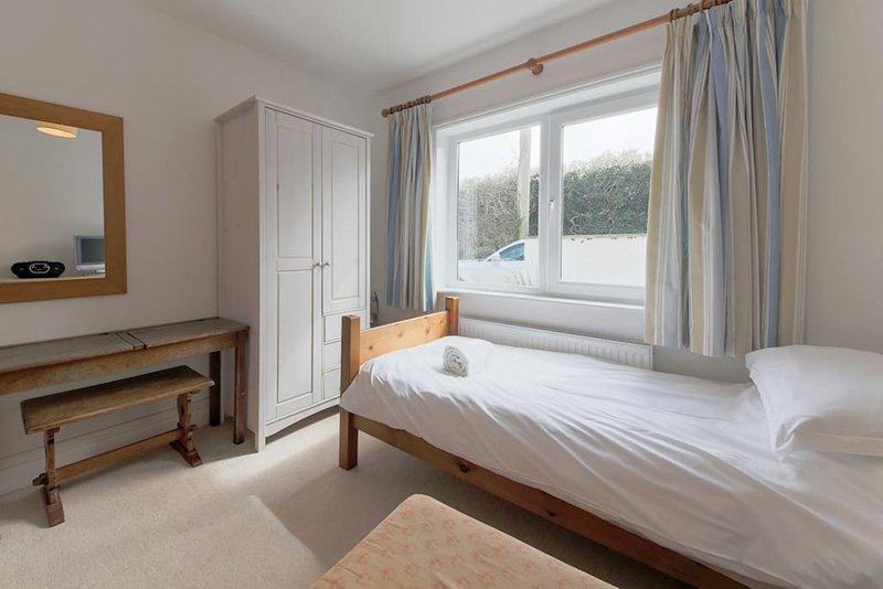 camas individuales x 2 en el cuarto cuarto de abajo