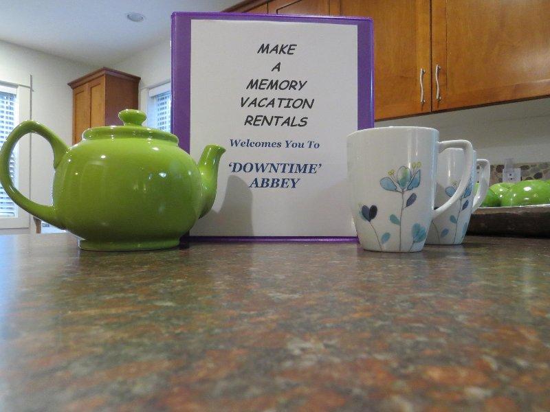 Genießen Sie einen 'Spot of Tea' in 'Downtime Abbey'