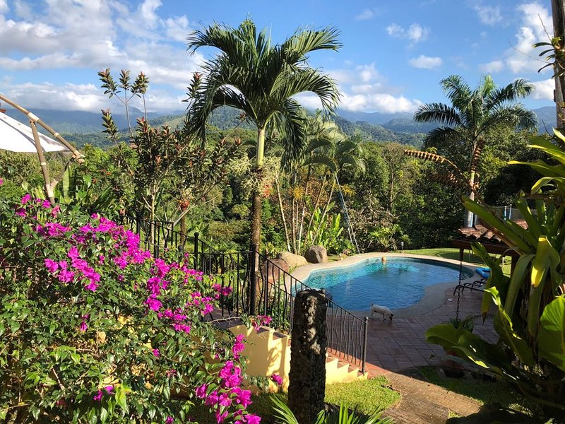 Casa Bonita view, nature retreat with spectacular views, alquiler vacacional en Copey
