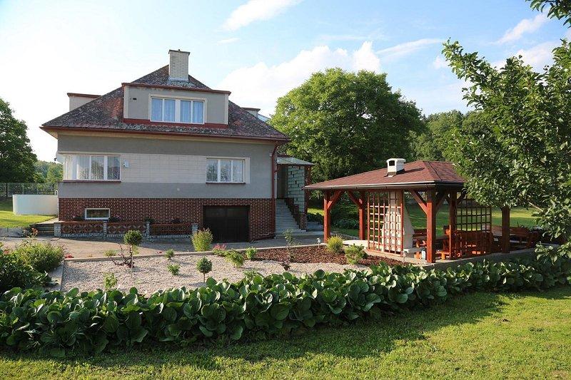 Upfront oog op onze Weekend House. -net 15km Tsjechisch Paradies -net 45km naar Reuzengebergte