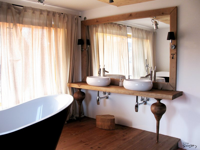 Bedroom with bathtub