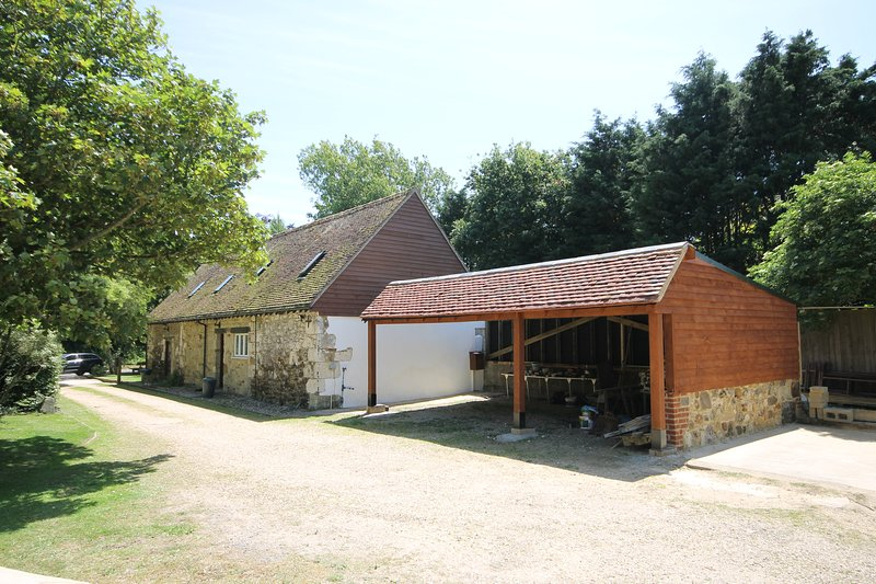 Pond Cottage Yafford Isle of Wight - parking for 2 cars