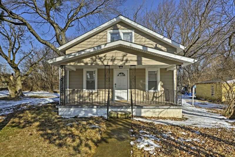 Explore historic New Castle from this lovely vacation rental house!