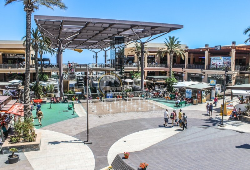 Zenia Blvd shopping mall a few minutes away