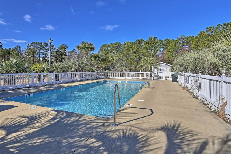 This unit provides access to dozens of amenities - including 2 large pools!