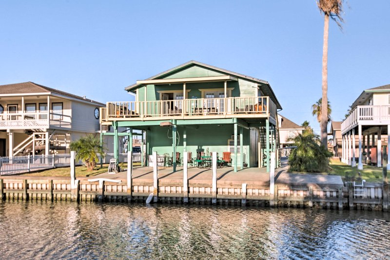 Your next Gulf Coast getaway awaits at this Freeport vacation rental house!