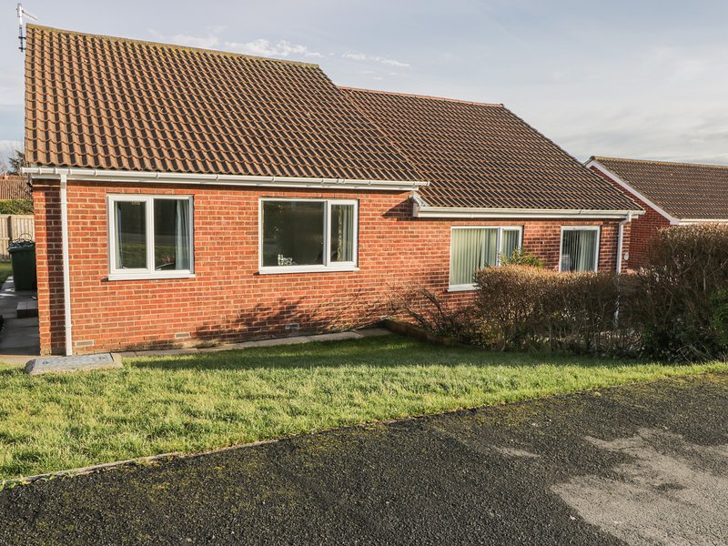 5 CANTERBURY CLOSE, WiFi, amenities walking distance, near North York Moors, alquiler vacacional en Ruswarp