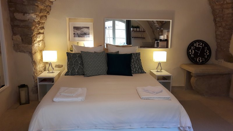 Studio de la calade, vacation rental in Bonnieux