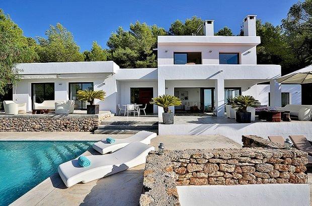 Ibiza Town Villa Sleeps 8 with Pool Air Con and WiFi - 5313252, casa vacanza a San Carlos
